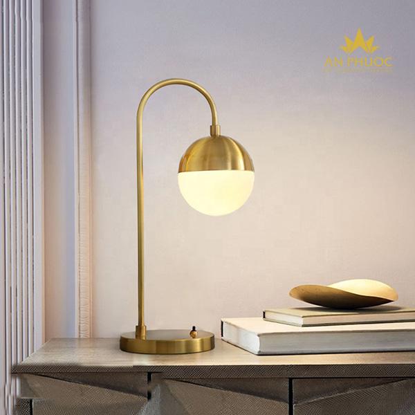 Mẫu đèn bàn dành cho cả bàn làm việc1