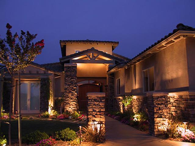 Đèn trang trí ngoài trời giúp ngôi nhà của bạn nổi bật hơn1