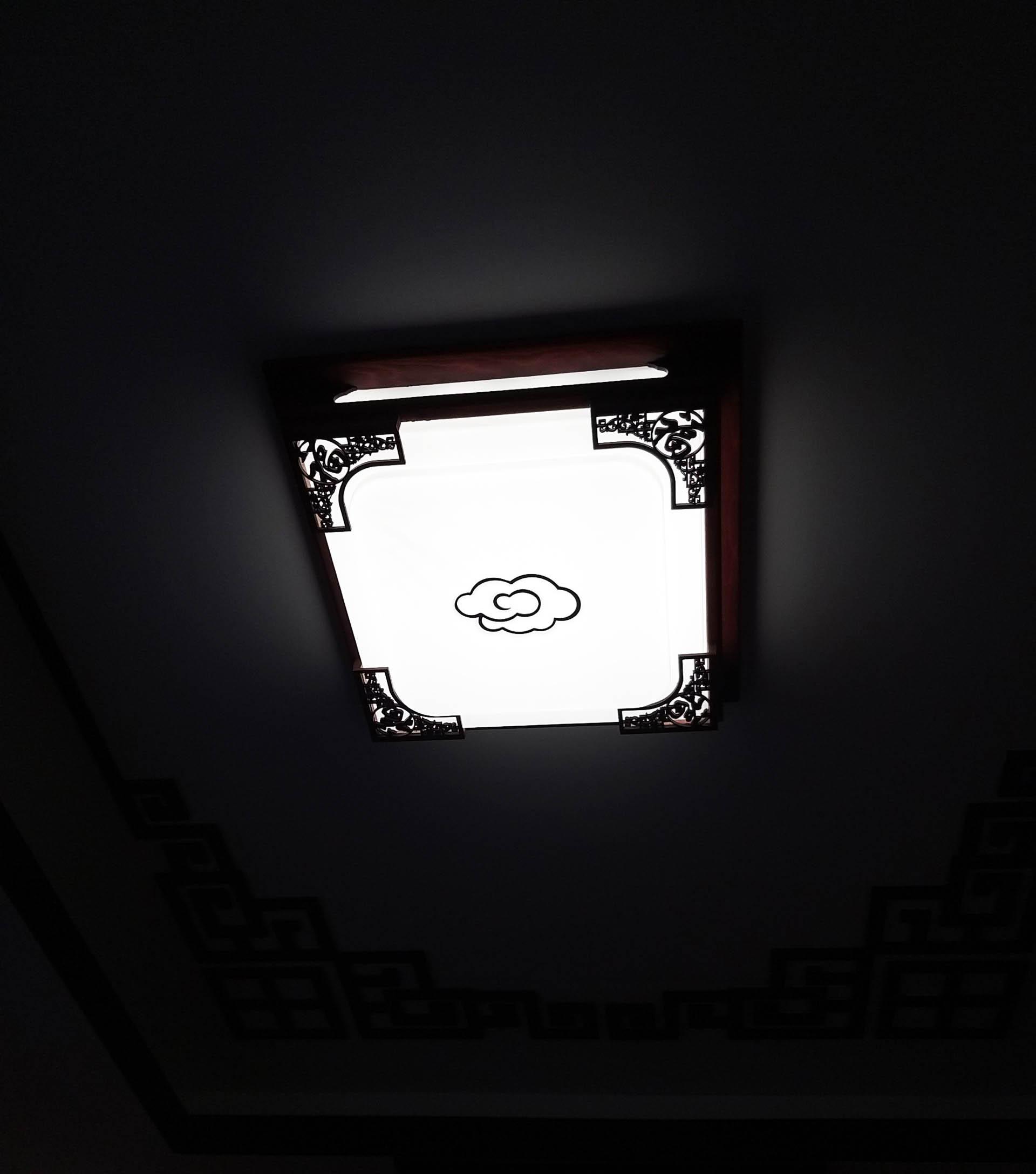 đèn trang trí ốp trần phòng khách đơn giản nhẹ nhàng