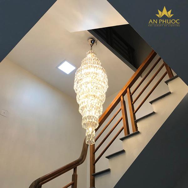 Đèn thả cầu thang - điểm nhấn kiến trúc đặc biệt1
