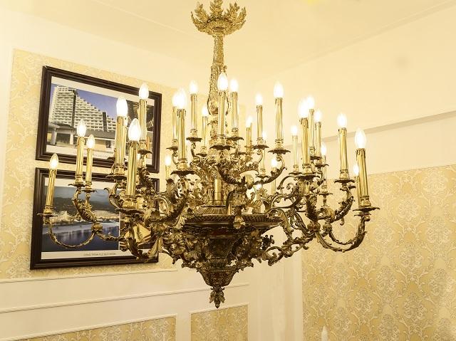 Đèn chùm phòng khách tại Hà Nội theo phong cách cổ điển 1
