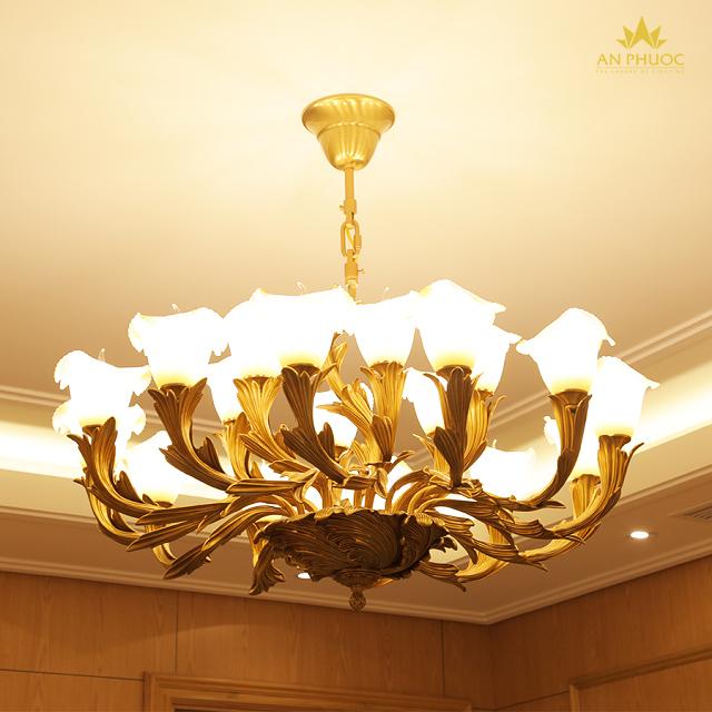 Công trình đèn trang trí cao cấp - đèn chùm tại phòng chủ tịch Xuân Nghiêm Gas 1
