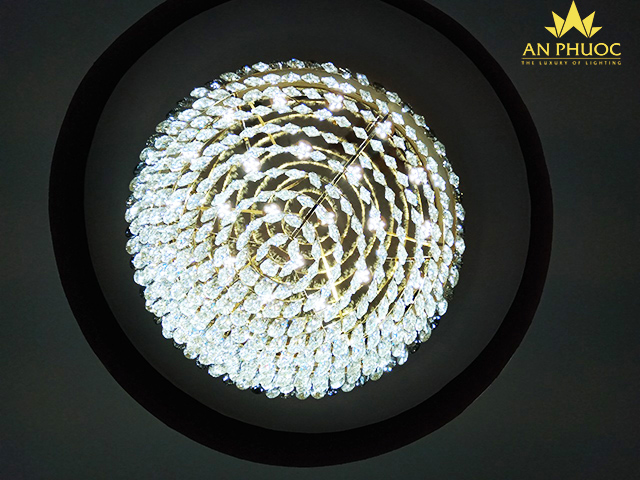 Cận cảnh mẫu đèn trần phòng khách hiện đại chi tiết rực sáng1