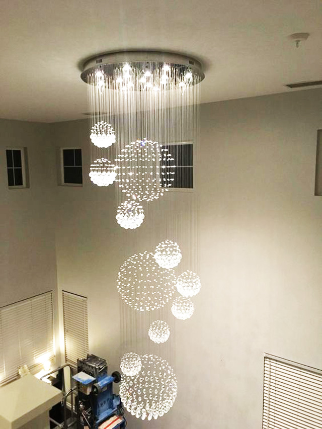 Đèn thả thông tầng pha lê khu vực trần nhà1