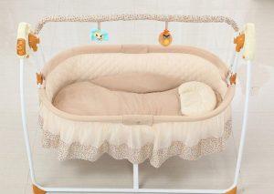 Cũi điện có khả năng đung đưa nhẹ nhàng giúp bé đi vào giấc ngủ dễ dàng - 1