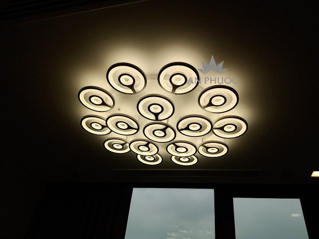Đèn ốp trần LED với kiểu dáng độc đáo